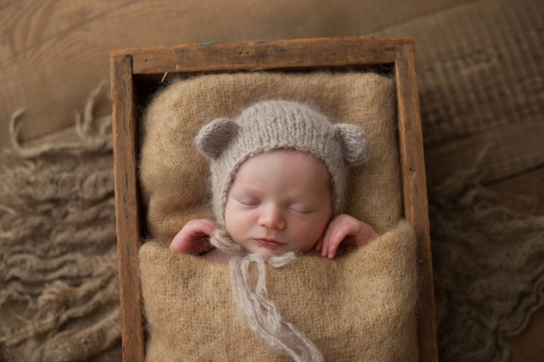 newborn session with natural colours and textures